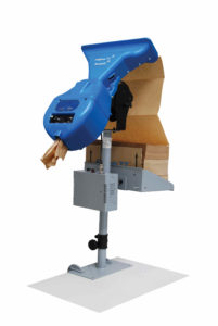 Das FillPak TT System mit Schneidemechanismus mit Tischhalterung zur Anbringung an einen Packtisch.