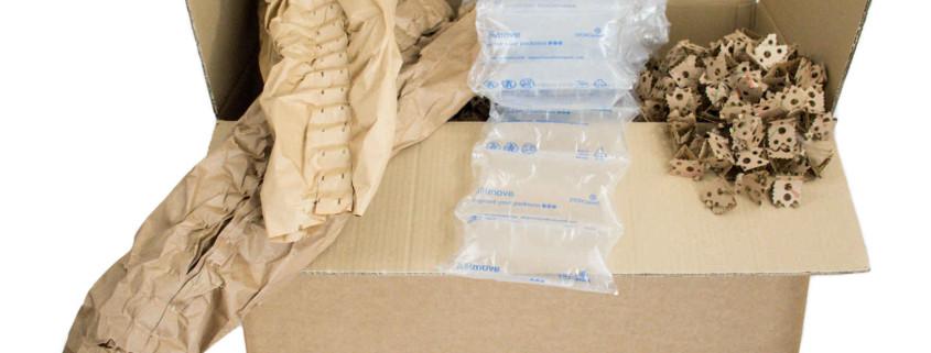 Unterschiedliche Arten von Füllmaterialien: Luftpolsterfolie, ExpandOS, Pappe und Papier