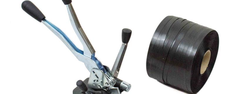 Umreifungszubehör: Spanngerät und eine Rolle Umreifungsband