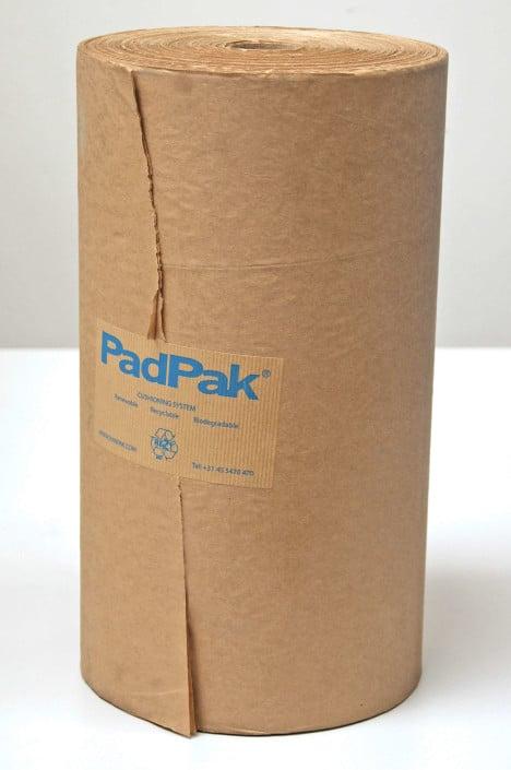 Eine Rolle PadPak CC Papier.
