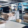 PadPak Senior Verpackungsmaschinen integriert in eine Packstraße.