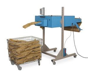 Polstermatten bzw. Stränge werden vom PadPak Senior direkt in eine Gitterbox produziert.