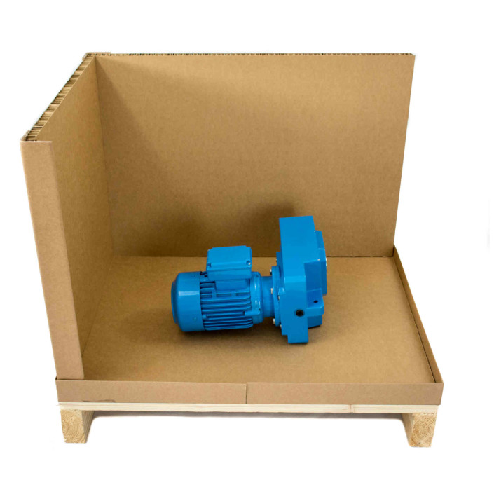 Combrabox aufgestellt mit Boden, einer Seiten- und der Rückwand