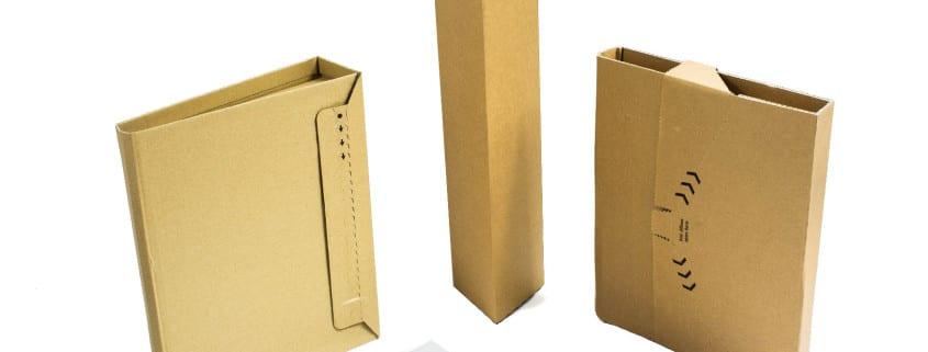 Unterschiedliche Verpackungen für den Postweg. Flaschen-, Ordner-, Buchkarton und Versandtaschen
