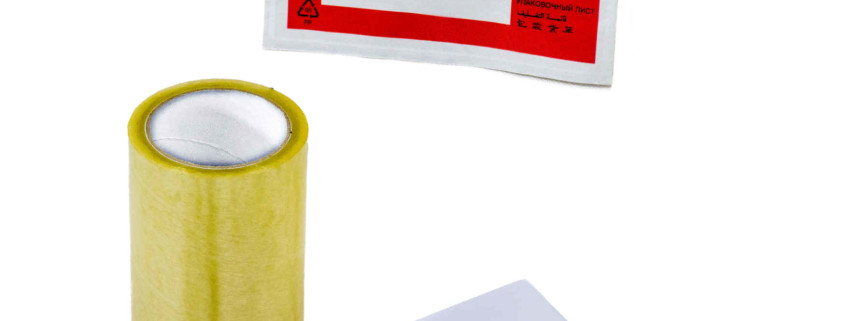 Brief- und Lieferscheinumschläge. Außerdem Folie für den Schutz von Adressen