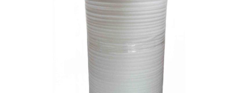 Weiße Schaumfolie auf Rolle für den Schutz von empfindlichen Oberflächen