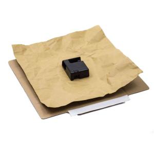 Versandkarton aufgeklappt mit Inlay und Packgut
