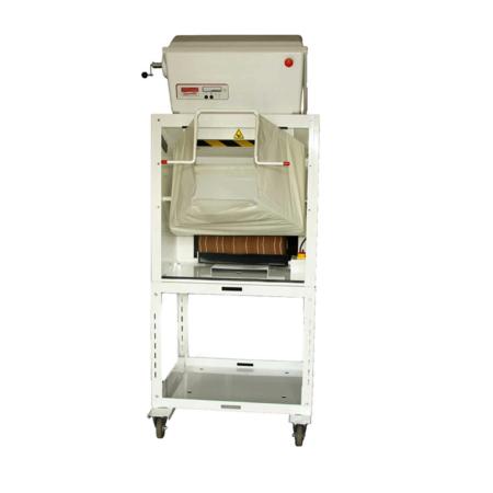 Weißer Expander zur Herstellung von ExpandOS. Die Prismen eignen sich als Alternative zu Verpackungchips und anderen Füllmaterialien.