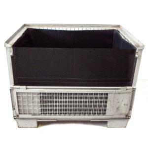 Auskleidung in einer Gitterbox mit Ladeklappe über die komplette Breite