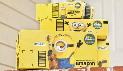 Abgedruckte Minions auf einem Versandkarton